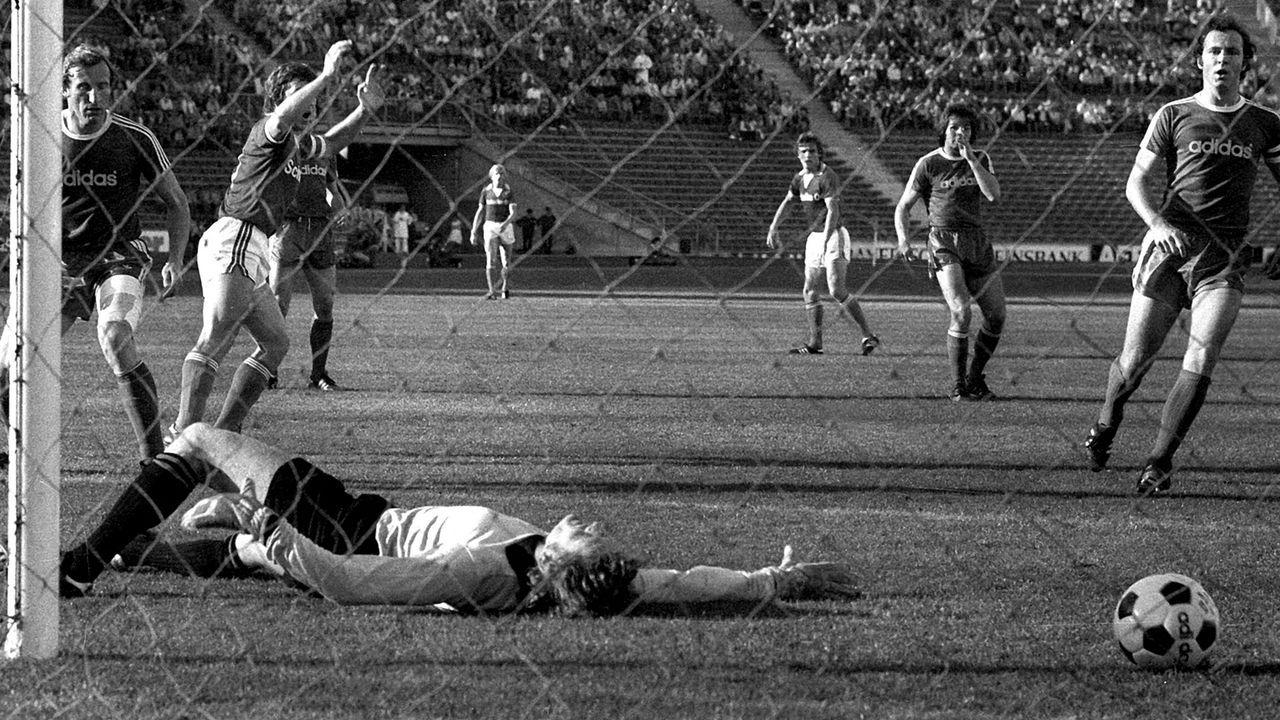 FC Bayern München - FC Schalke 0:7 (1976/77) - Bildquelle: Imago