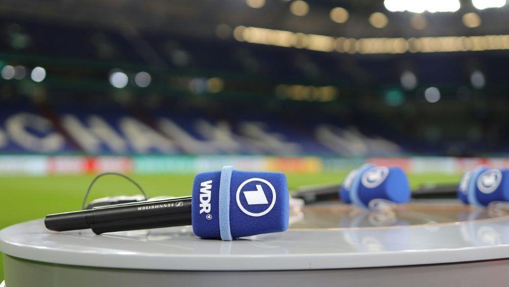 Beide Halbfinals sind live in der ARD zu sehen - Bildquelle: FIROFIROSID