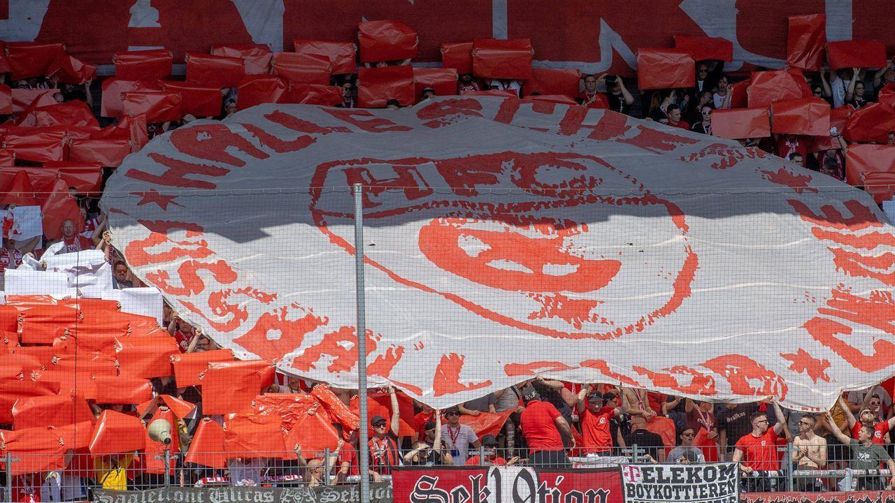Platz 10: Hallescher FC - Bildquelle: imago images / VIADATA