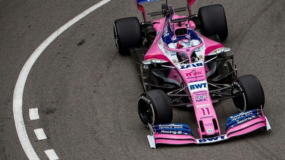 Sergio Perez wäre beinahe mit Streckenposten kollidiert - Bildquelle: AFPSIDANDREJ ISAKOVIC