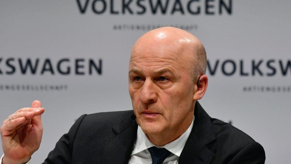 Frank Witter sagt dem DFB und Wolfsburg Unterstützung zu - Bildquelle: AFPSIDJOHN MACDOUGALL