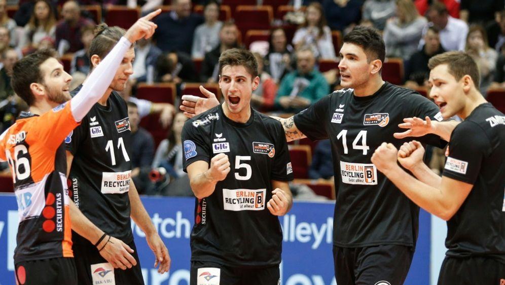 Berlin gewinnt den Volleyball-Pokal gegen Düren - Bildquelle: PIXATHLONPIXATHLONSID