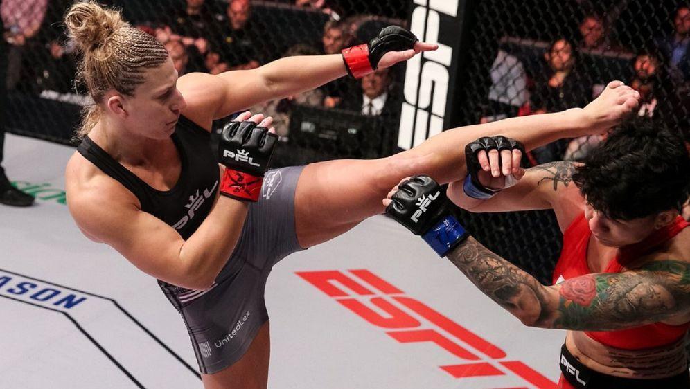 Kayla Harrison (li.) plant, im MMA an ihre Judo-Erfolge anknüpfen - Bildquelle: Ryan Loco/PFL