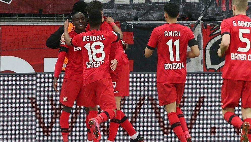 Bayer Leverkusen gewinnt gegen Augsburg mit 2:0 - Bildquelle: FIROFIROSID