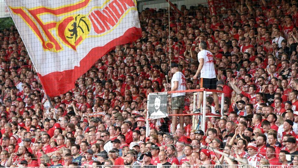 Fans zahlen bei Union 6,50 Euro für Wurst und Bier - Bildquelle: PIXATHLONPIXATHLONSID