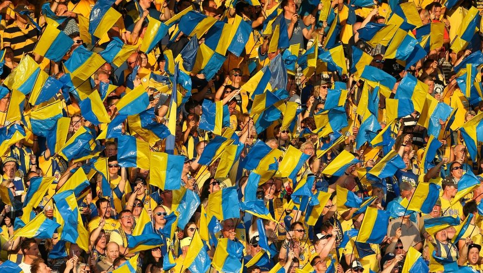 Braunschweiger Fans zündeten Pyrotechnik gegen Osnabrück - Bildquelle: FIROFIROSID