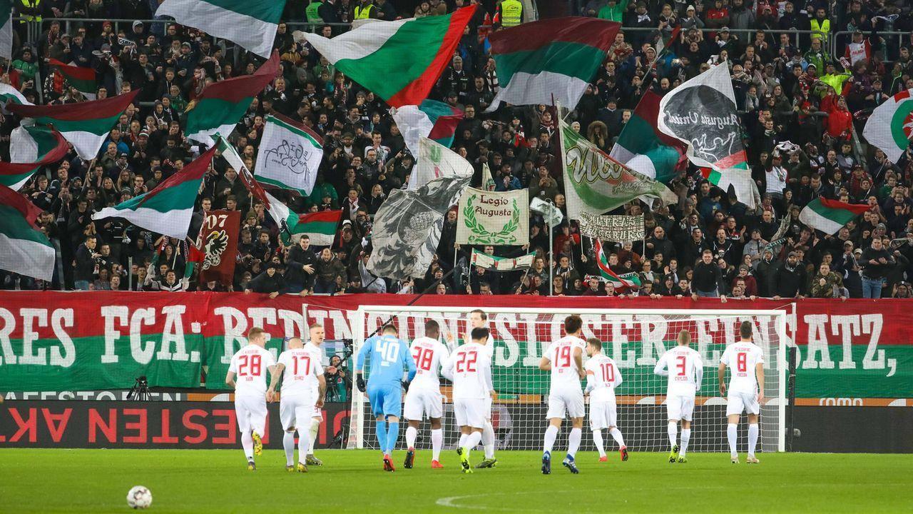 Platz 12: FC Augsburg - Bildquelle: imago images / Krieger