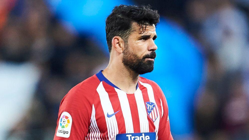 Diego Costa flog gegen Barcelona nach 28 Minuten vom Feld. - Bildquelle: Getty