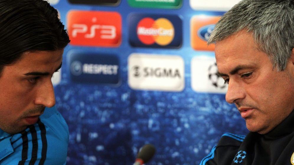 Drei Jahre zusammen bei Real: Khedira (l.) und Mourinho - Bildquelle: AFPSIDJACK GUEZ