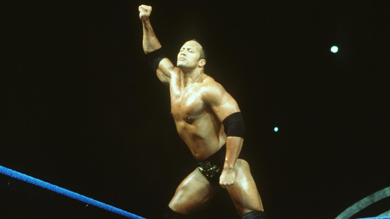 Nach gescheiterter Football-Karriere: The Rock verschlägt es zum Wrestling - Bildquelle: Getty