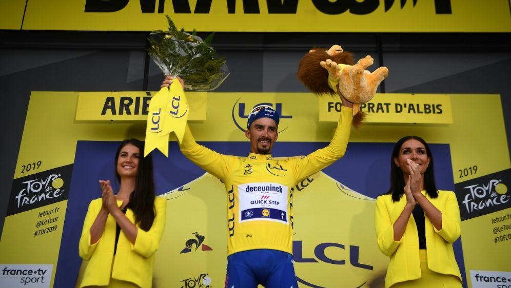 Julian Alaphilippe trägt derzeit das gelbe Trickot - Bildquelle: AFPSIDANNE-CHRISTINE POUJOULAT