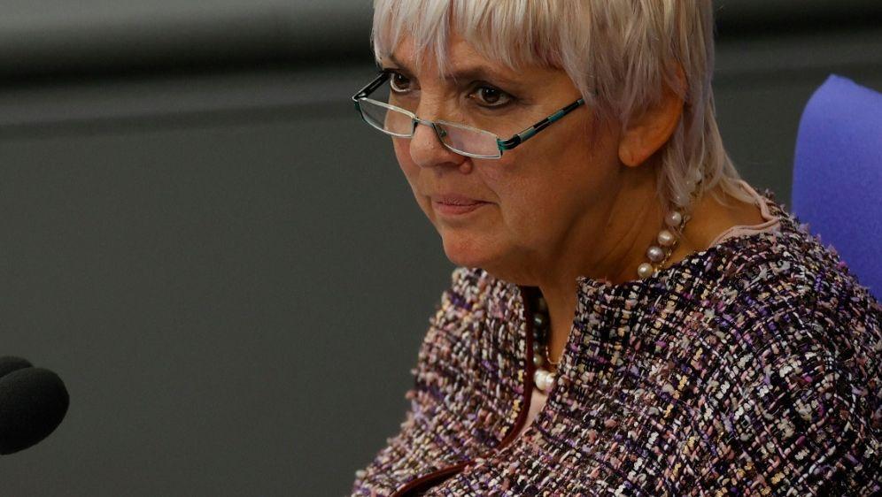 Claudia Roth kritisiert UEFA-Entscheidung scharf - Bildquelle: AFPSIDODD ANDERSEN