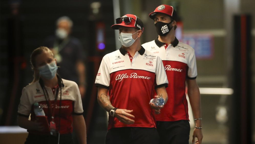 Kimi Räikkönen und Antonio Giovinazzi sind bei Alfa Romeo offiziell für die ... - Bildquelle: Motorsport Images