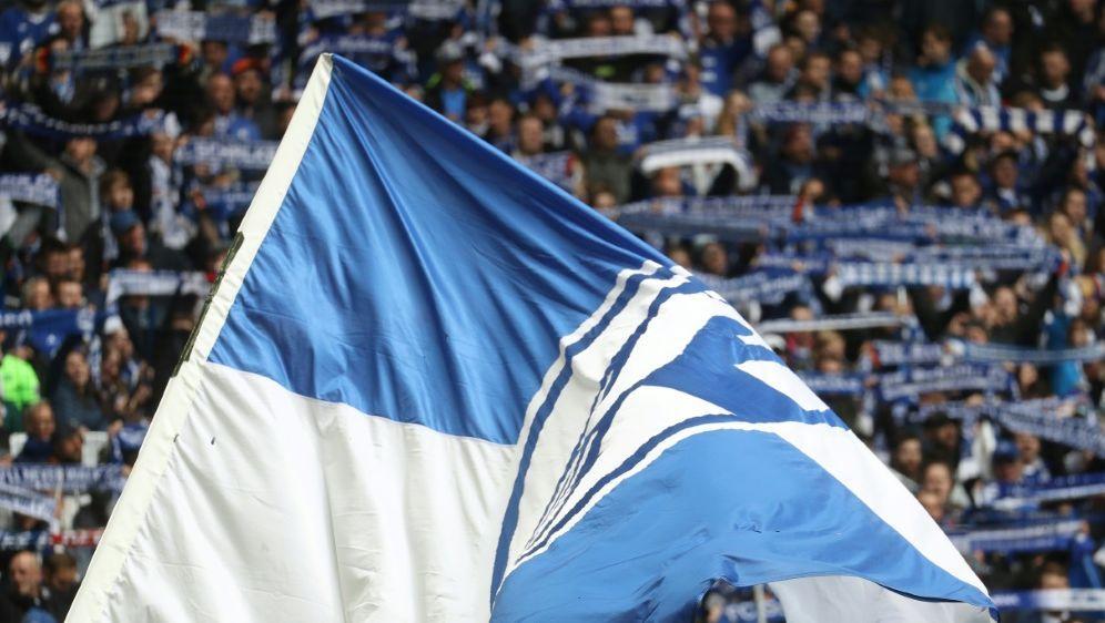 Spiegel: Schalke-Fan wegen versuchten Mordes angeklagt - Bildquelle: FIROFIROSID
