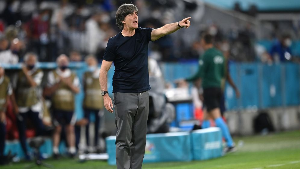 Vertraute der Elf, die bereits gegen Frankreich spielte: Joachim Löw - Bildquelle: Getty Images