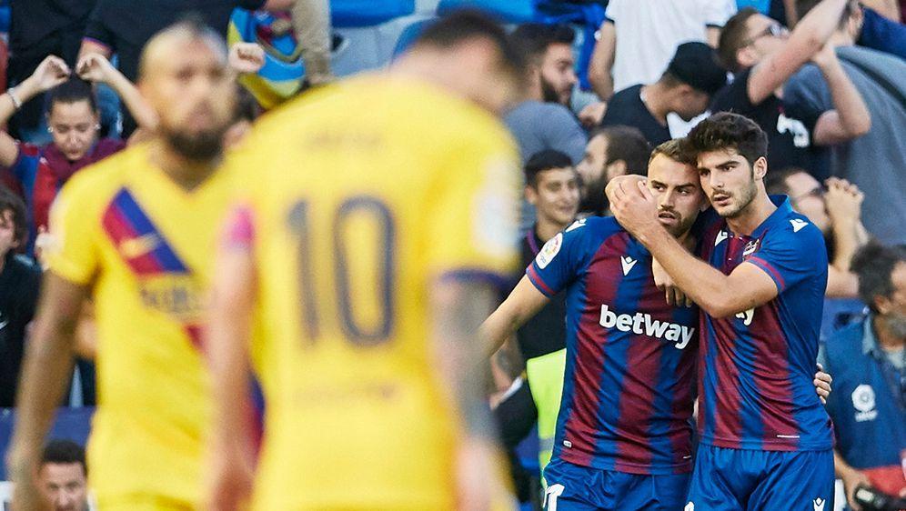 Pleite für den FC Barcelona und Superstar Lionel Messi - Bildquelle: Imago