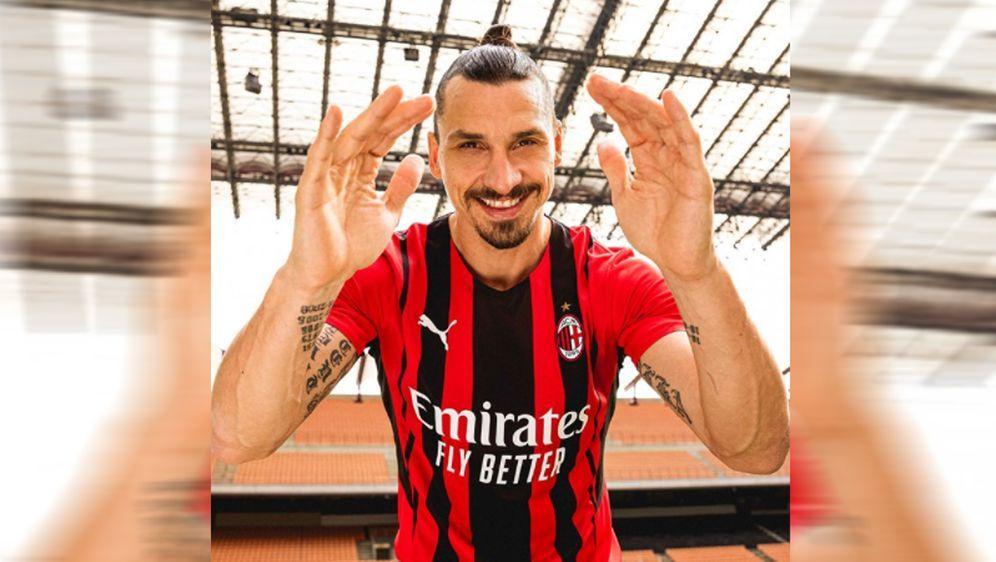 Zlatan Ibrahimovic präsentierte das Milan-Trikot für die Saison 2021/22. - Bildquelle: twitter@acmilan