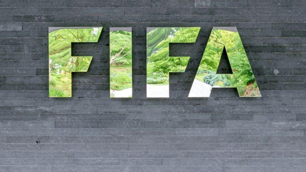 Die FIFA sperrt Malinzi wegen Veruntreuung und Fälschung - Bildquelle: PIXATHLONPIXATHLONSID