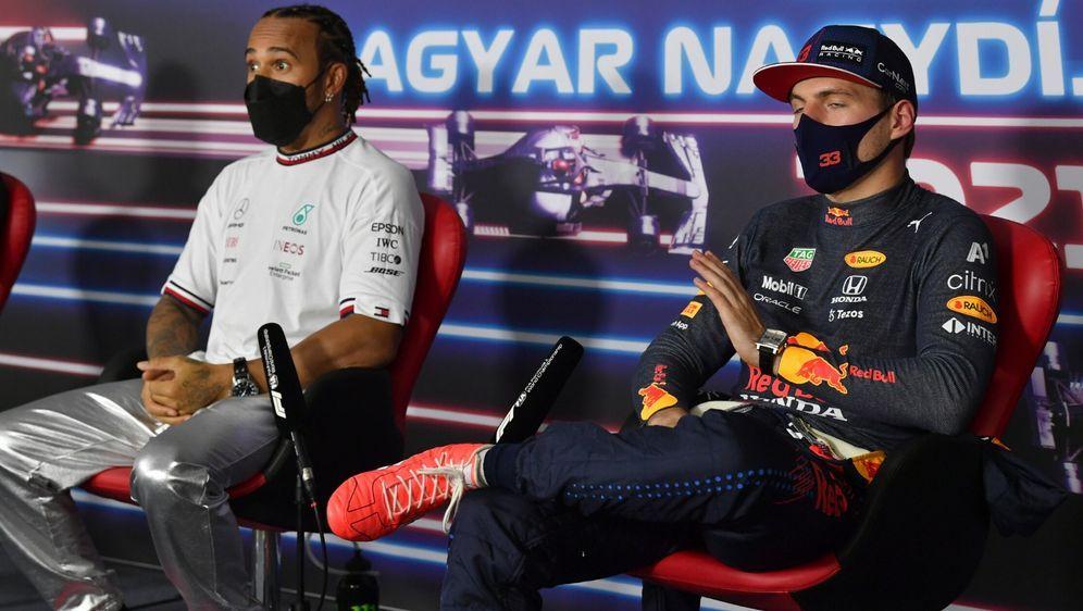 Max Verstappen hat in der Pressekonferenz empfindlich auf eine Frage mit Sil... - Bildquelle: Motorsport Images