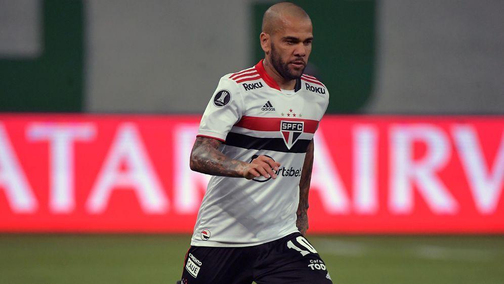 Alves wird zukünftig nicht mehr für Sao Paulo auflaufen - Bildquelle: Imago