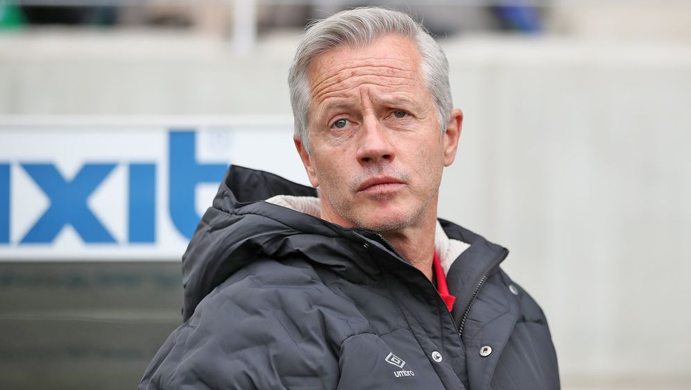 Nürnberg-Trainer Jens Keller muss wegen des Coronavirus vorerst alle Heimspi... - Bildquelle: Getty