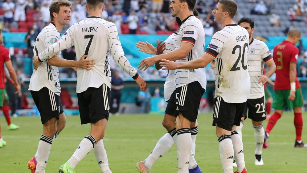 Das DFB-Team geht gegen Ungarn als Favorit ins Spiel - Bildquelle: FIROFIROSID
