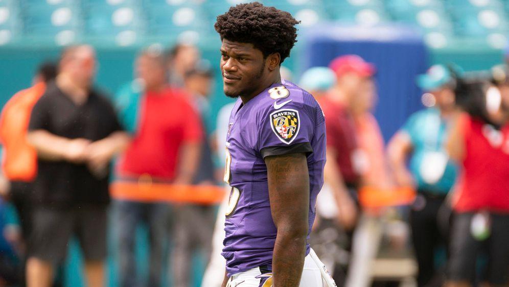 Pure Selbstsicherheit: Lamar Jackson von den Baltimore Ravens hat in den ers... - Bildquelle: imago images / Icon SMI