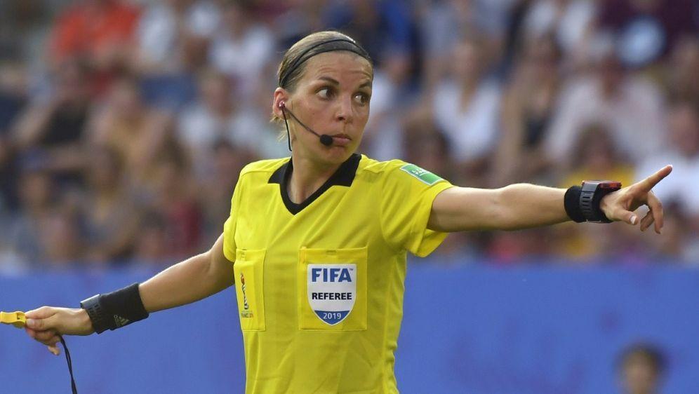 Pfeift das WM-Finale: Stephanie Frappart - Bildquelle: AFPSIDDAMIEN MEYER