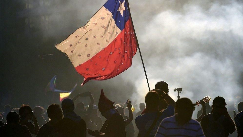 Wegen Unruhen: Meisterschaft in Chile erneut ausgesetzt - Bildquelle: AFPSIDJOHAN ORDONEZ