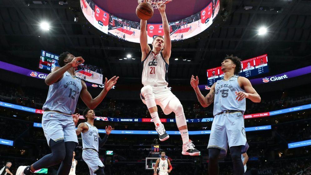 Wagner (m.) spielt gerade seine zweite Saison in der NBA - Bildquelle: GETTY IMAGES NORTH AMERICAGETTY IMAGES NORTH AMERICASIDPatrick Smith