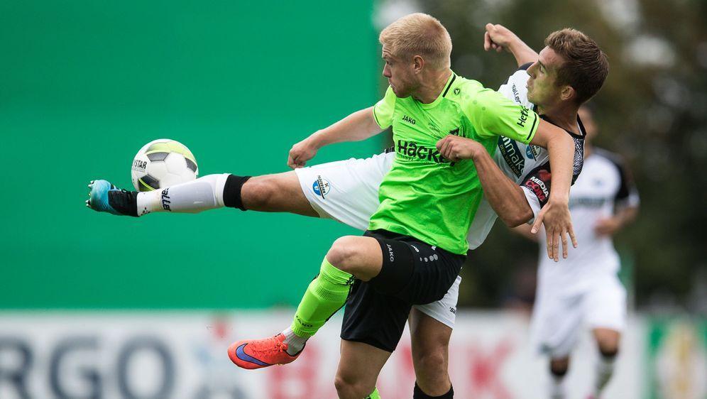 Hünemeier versenkte den ersten Elfmeter für Paderborn - Bildquelle: Getty
