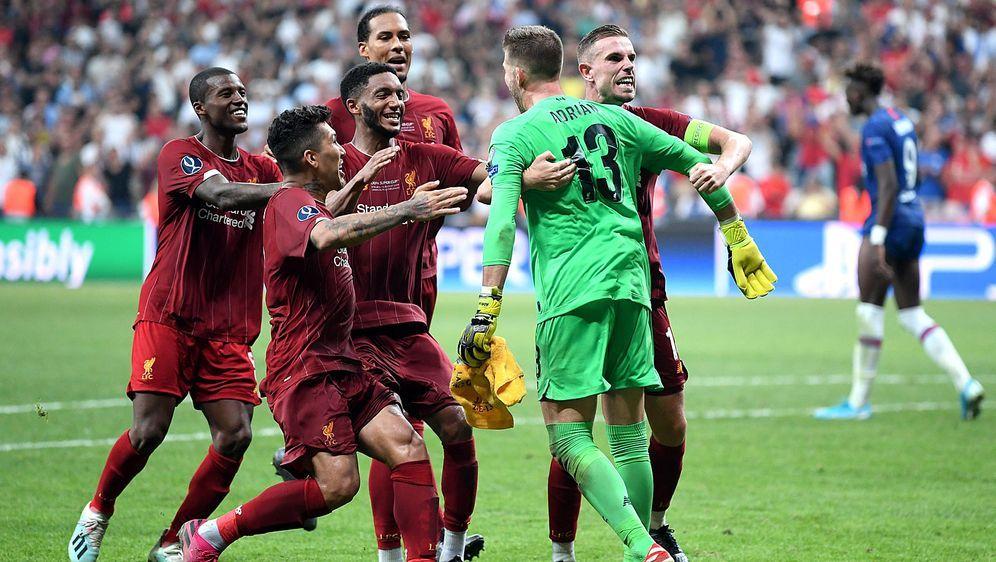 Erster Titel der Saison: Nach dem gewonnenen Elfmeterschießen gegen den FC C... - Bildquelle: Getty Images