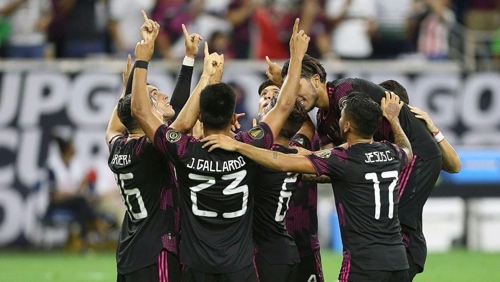 Die Mexikaner bejubeln einen Treffer im Halbfinale - Bildquelle: AFPGETTY SIDBOB LEVEY