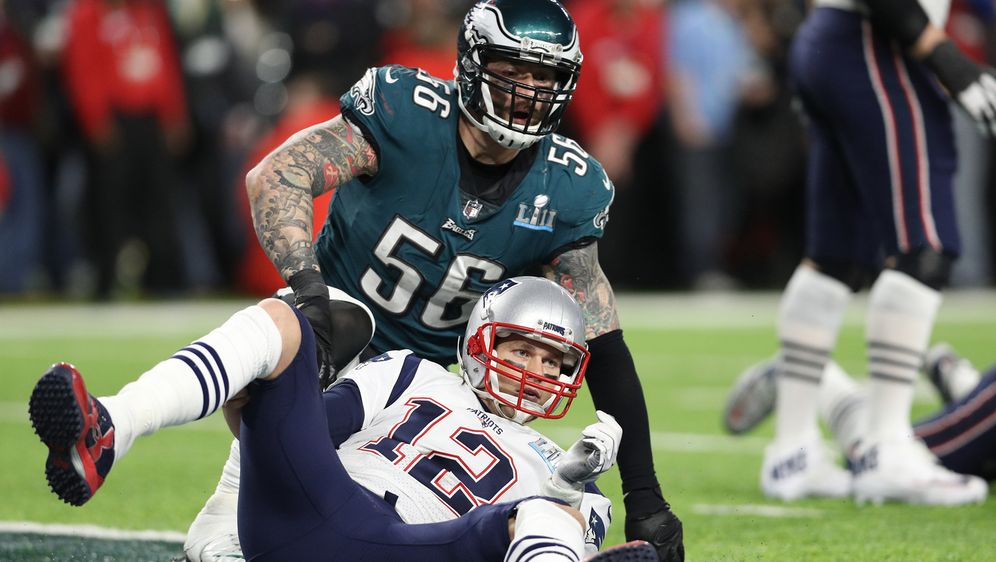 Chris Long als Gegner von Tom Brady. - Bildquelle: 2018 Getty Images