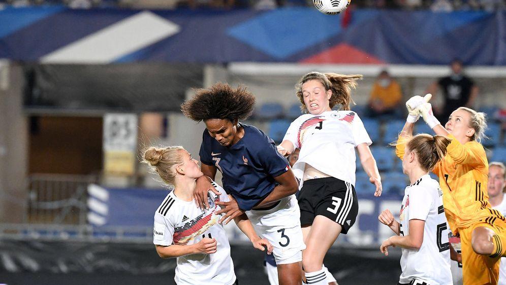 Die DFB-Frauen verlieren gegen Frankreich - Bildquelle: Imago