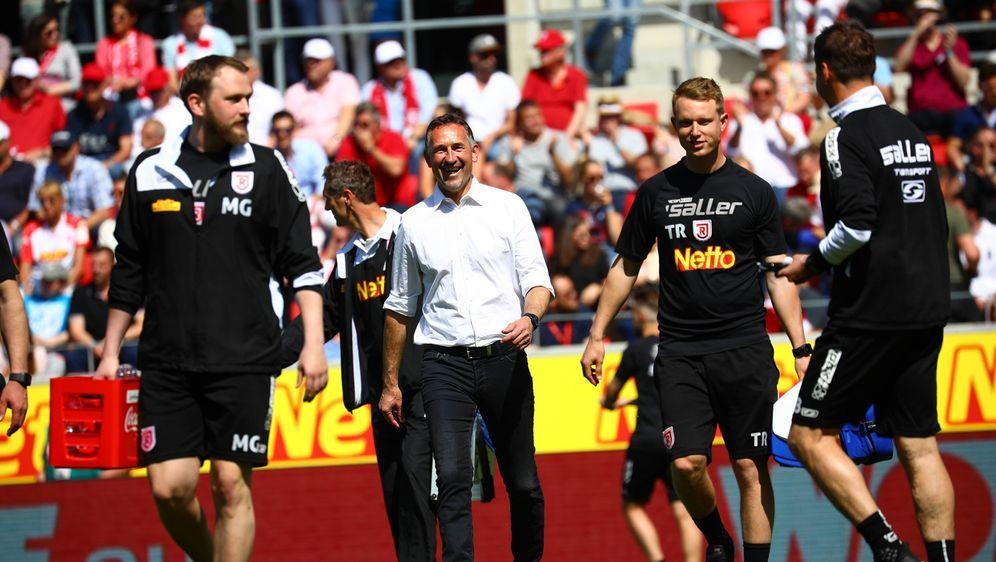 Beierlorzer machte sein letztes Spiel für Regensburg - Bildquelle: 2019 imago