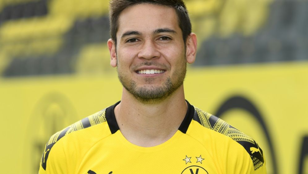 Raphael Guerreiro bleibt wohl bis 2023 beim BVB - Bildquelle: AFPSIDINA FASSBENDER