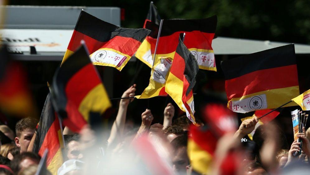 Die Nationalmannschaft plant offenbar ein Fan-Fest - Bildquelle: FIROFIROSID