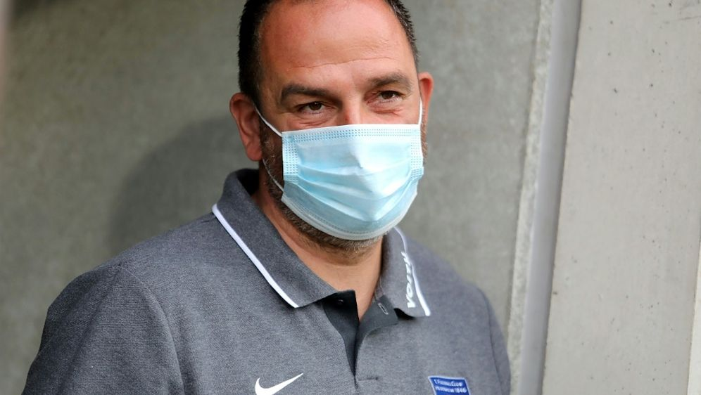 Trainer Frank Schmidt bleibt mit Heidenheim oben dran - Bildquelle: PIXATHLONPIXATHLONSID