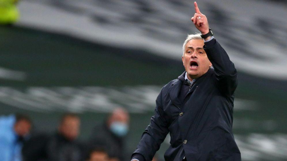Mourinho rechnet ab - Bildquelle: AFPSIDCLIVE ROSE