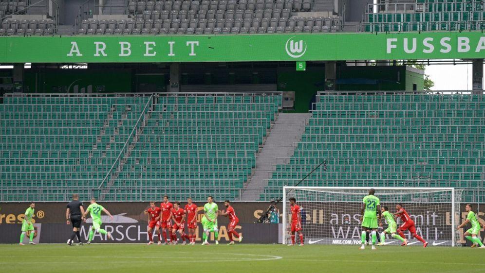 Im November muss die Bundesliga auf Fans verzichten - Bildquelle: FIROFIROSID