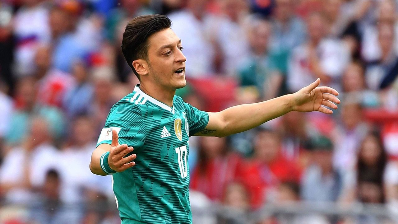Özil, Wagner & Ballack: Hier hat es im DFB-Team ordentlich gekracht - Bildquelle: Imago
