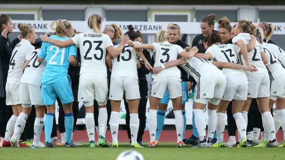 Die deutschen Fußballerinnen gewinnen in Schweden - Bildquelle: FIROFIROSID