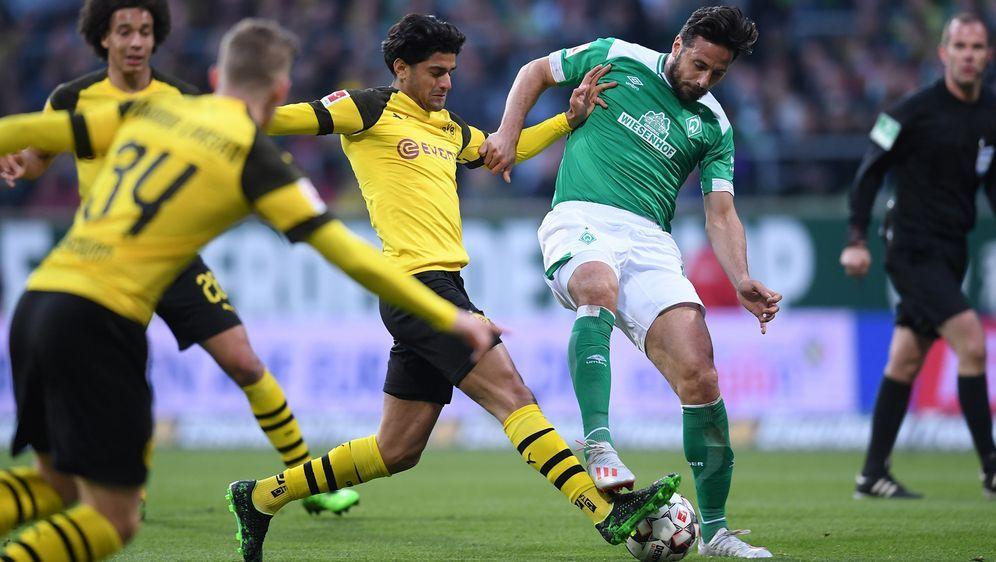 Claudio Pizarro (rechts) sorgt für den 2:2-Endstand - Bildquelle: FIROFIROSID