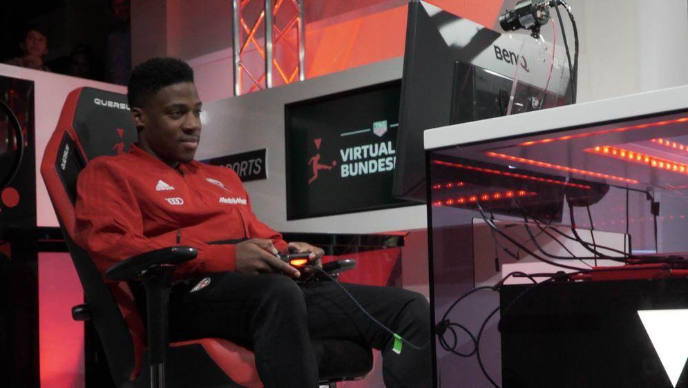 Beim 20. Spieltag der VBL Club Championship war Frederic Ananou zu Besuch. - Bildquelle: eSport Studio