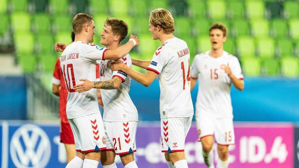 Jubelnde Dänen nach dem Einzug ins Viertelfinale der U21-Europameisterschaft... - Bildquelle: imago