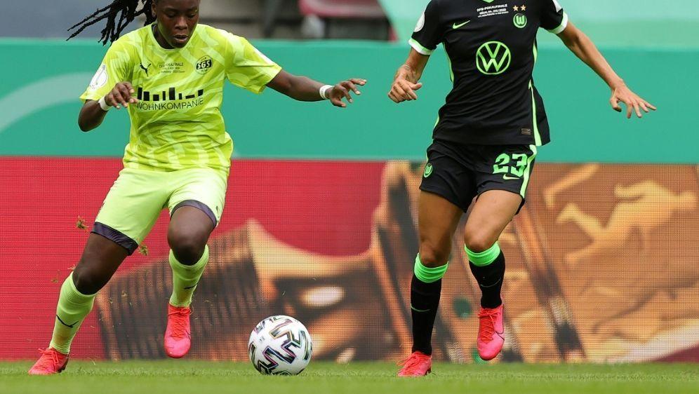 Anyomi (l.) im Pokalfinale gegen Wolfsburg - Bildquelle: FIROFIROSID