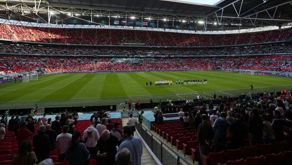 In Wembley sollen am Montag 40.000 Fans sein - Bildquelle: AFPPOOLSIDMATT DUNHAM