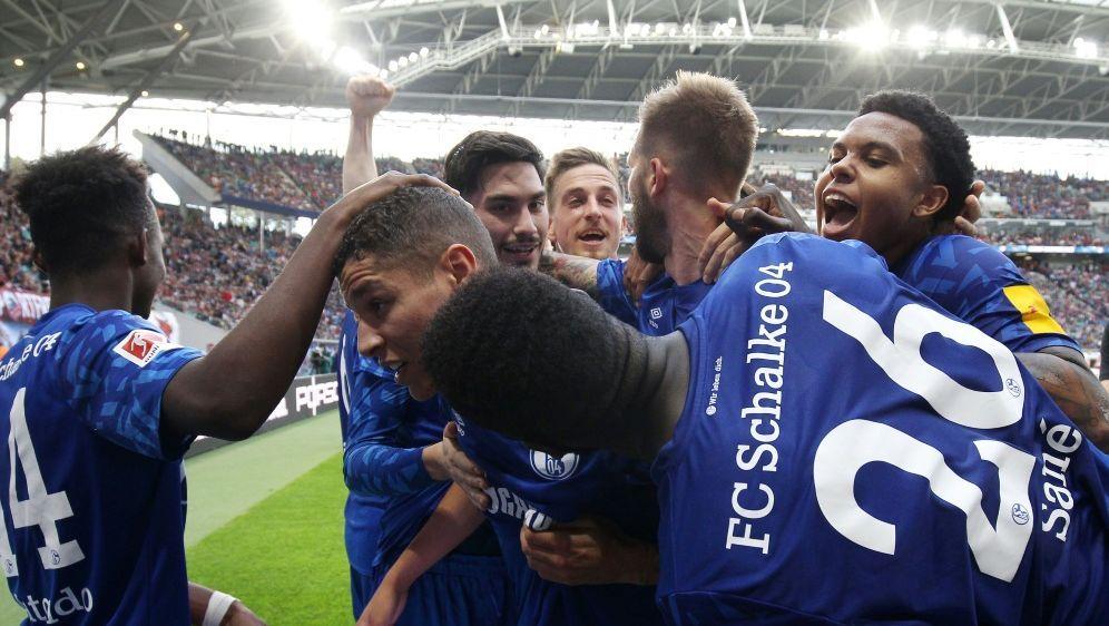 Schalker Freude über den verdienten Auswärtssieg bei RB Leipzig.Was hat Neu... - Bildquelle: FIROFIROSID