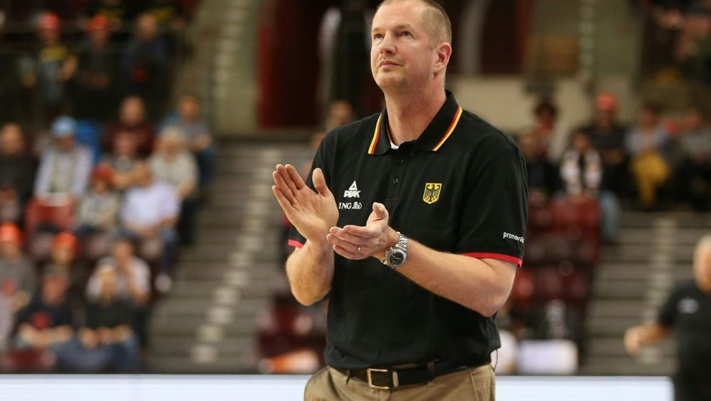 Bundestrainer Henrik Rödl überschüttet Nowitzki mit Lob - Bildquelle: PIXATHLONPIXATHLONSID
